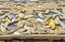 Hanuman i den Ramayana stuckaturen på tempelväggen arkivbild
