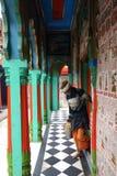 Hanuman Pujari en Laddus stock afbeeldingen