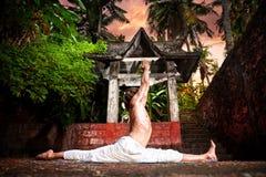 hanumanasanaapan poserar yoga Fotografering för Bildbyråer