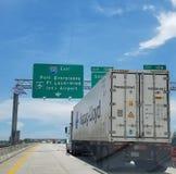 Hapag Lloyd trasporta 595 terreni paludosi su autocarro del porto del Fort Lauderdale Fotografia Stock Libera da Diritti