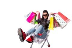 Happer молодой женщины после ходить по магазинам изолированный на белизне Стоковые Фотографии RF