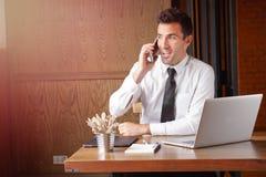 Happly rozmowa na telefonie Zdjęcie Stock