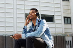 Happy african american guy listening to music with cellphone Stock Photography