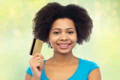 Happy african american woman with credit card Royalty Free Stock Photography