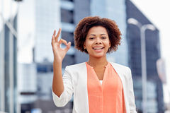 Happy african businesswoman showing ok in city Royalty Free Stock Photos