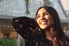 Free Happy And Joyful Young Diverse Lifestyle Woman Outdoors Smiling And Enjoying The Afternoon Sun Royalty Free Stock Photos - 170183918