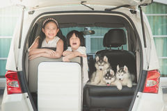 Happy asian children and siberian husky puppy sitting Royalty Free Stock Photos