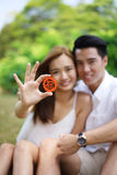 Happy asian couple in love holding symbol Royalty Free Stock Photos