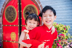 Siblings in chinese traditional costume Royalty Free Stock Photos