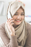 Happy asian woman calling with mobile phone Royalty Free Stock Photos