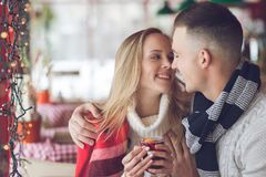 Attractive couple in a cafe Royalty Free Stock Photos