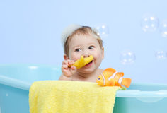 Happy baby boy taking bath in blue tub Stock Photography