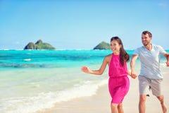 Happy beach fun couple on summer vacation getaway Royalty Free Stock Photos
