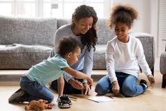 Free Happy Black Single Mom And 2 Kids Draw With Pencils Royalty Free Stock Photos - 136499138