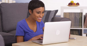 Happy black woman surfing the internet Royalty Free Stock Photography