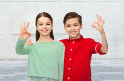Happy boy and girl showing ok hand sign Royalty Free Stock Photos
