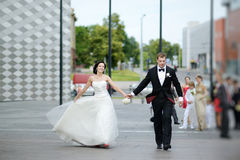 Bride and groom in a city Royalty Free Stock Photos