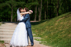 Happy Bride and groom kissing Royalty Free Stock Photos