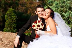 Happy bride and groom in the park Royalty Free Stock Photos