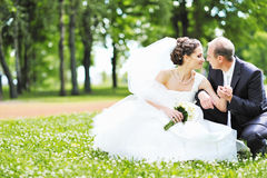 Happy bride and groom in a park Royalty Free Stock Photos