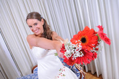 Happy bride with her ​​bouquet Stock Images