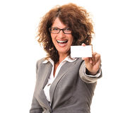 Happy business woman holding a blank notecard Royalty Free Stock Photos