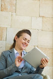Happy business woman using tablet PC Royalty Free Stock Photos