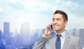 Happy businessman calling on smartphone Royalty Free Stock Photography
