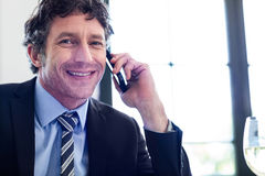 Happy businessman talking on the mobile phone Royalty Free Stock Photography