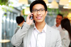 Happy businessman talking on the smartphone Royalty Free Stock Photos