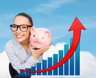 Happy businesswoman in eyeglasses with piggy bank Royalty Free Stock Photography