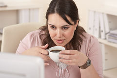 Happy businesswoman having coffee break at office Royalty Free Stock Photos