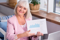 Happy businesswoman showing a diagram Royalty Free Stock Image