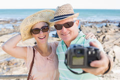 Happy casual couple taking a selfie by the coast Royalty Free Stock Image
