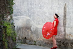 Happy Chinese woman in red cheongsam tour at ancient town Royalty Free Stock Photos