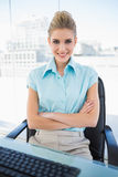 Happy classy businesswoman crossing arms Royalty Free Stock Photography