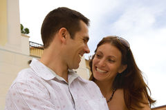 Happy couple. On vacation smiling on each other Royalty Free Stock Photos