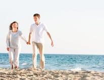 Happy couple on beach Royalty Free Stock Photos