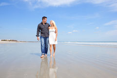 Happy couple on a beach. Royalty Free Stock Photos
