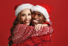 Free Happy Couple Black Man And Caucasian Woman In Christmas Hats On Stock Images - 132065384