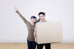 Happy couple carry box at home Royalty Free Stock Images