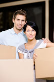 Happy couple carrying pasteboard boxes Royalty Free Stock Photos