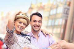 Happy couple in the city Royalty Free Stock Photos