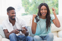 Happy couple on the couch playing video games Royalty Free Stock Photography