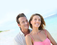 Happy couple embracing on the beach Royalty Free Stock Images