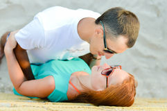 Happy couple embracing on sandy beach Royalty Free Stock Photography