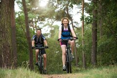 Happy couple enjoying a bike ride outdoors Stock Photography