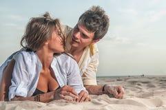 Happy couple enjoying vacations on the beach Stock Photography