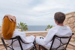 Happy young couple enjoying vacation Royalty Free Stock Photos