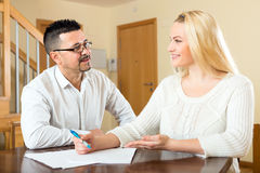 Happy couple filling in papers Royalty Free Stock Photography